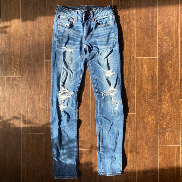 American Eagle High Waisted, ripped, Skinny Jeans 00